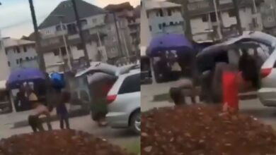 Suspected sakawa boys bath in the middle of the road whiles Juju man performs ritual on them (video) 1