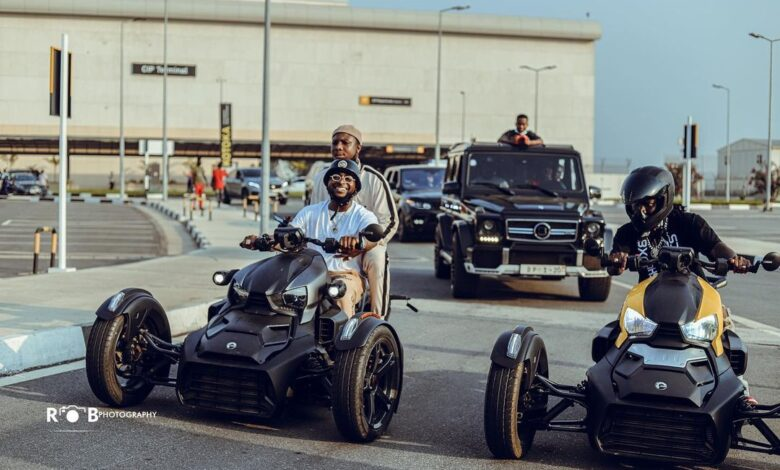 """Fans Quizzed Why Davido Didn't Give Stonebwoy A Convoy Welcome In Nigeria As They Call Stonebwoy Davido's """"Boyboy"""" - See Photo 1"""